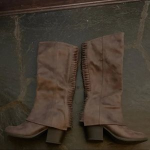 Brown boots size 5